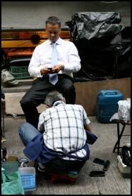 HONGKONG Le cireur de chaussures septembre 2007