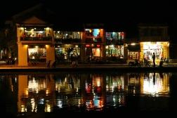 VIETNAM Hoi An de nuit reflets
