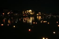 VIETNAM Lampions sur l eau Hoi An