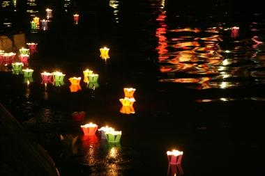 VIETNAM Lampions sur la riviere Hoi An