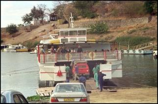 ZIMBABWE Embarquement lac Kariba 1996
