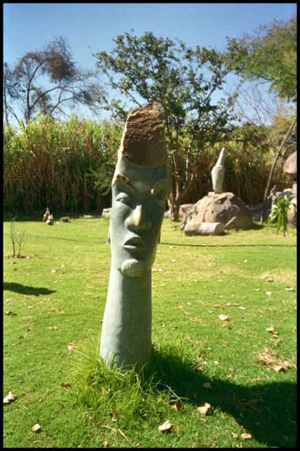 ZIMBABWE Sculpture tete en pierre 1996