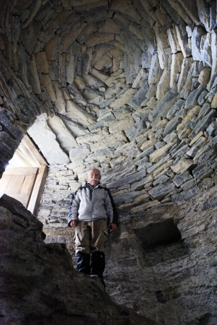 SUISSE Hansueli dans un nevere Monte Generoso 2017